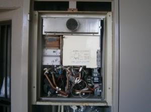 名古屋市南区 ガス給湯器取替工事 施工前